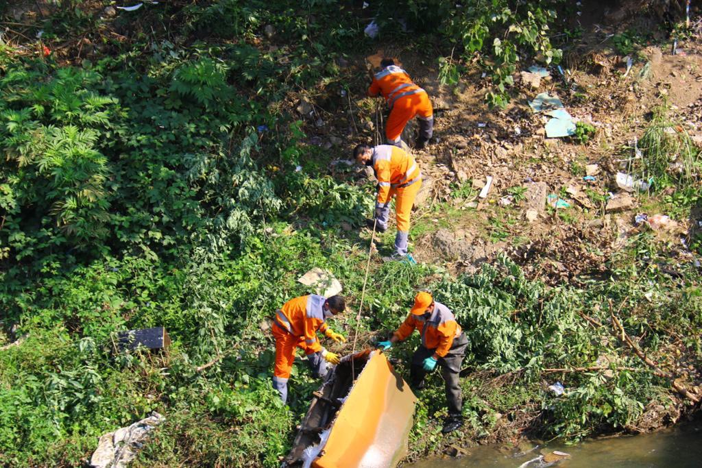 IMG 20201016 WA0100 - گزارش تصویری پاکسازی حاشیه رودخانه های رشت به همت سازمان مدیریت پسماند شهرداری رشت