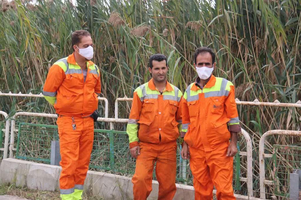 photo 2020 10 24 12 36 00 - گزارش تصویری اقدامات سازمان مدیریت پسماندهای شهرداری رشت در خصوص پیشگیری از اب گرفتگی معابر