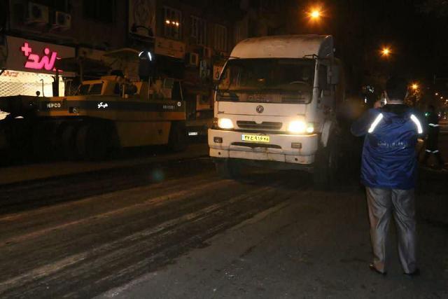 photo 2020 10 29 08 07 28 - گزارش تصویری اجرای آسفالت شبانه خیابان تختی