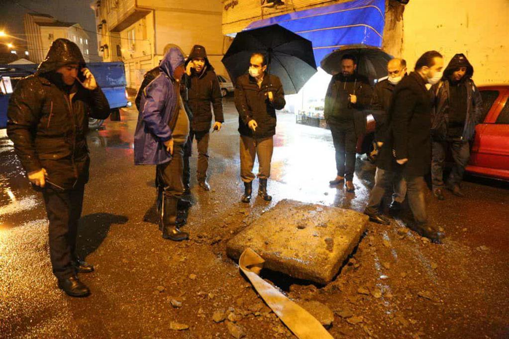 photo 2020 12 06 20 36 03 - در پی ادامه بارش باران، بازدید شبانه شهردار رشت از سطح شهر