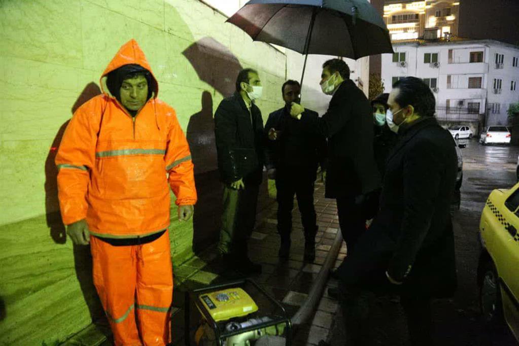 photo 2020 12 06 20 36 099 - در پی ادامه بارش باران، بازدید شبانه شهردار رشت از سطح شهر