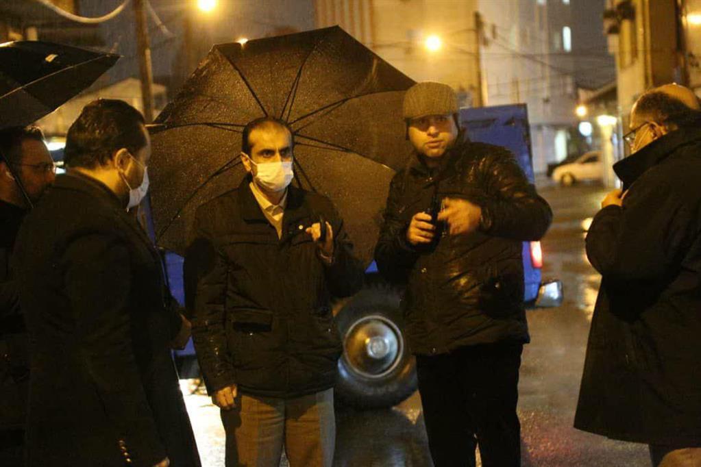 photo 2020 12 06 20 36 12 - در پی ادامه بارش باران، بازدید شبانه شهردار رشت از سطح شهر
