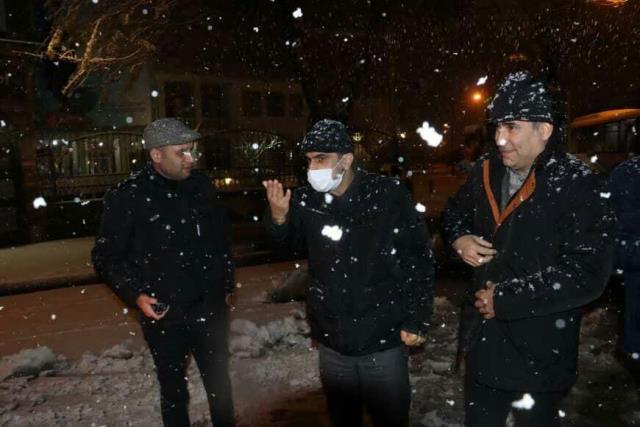 photo 2021 03 13 02 38 39 - گزارش تصویری حضور میدانی شهردار رشت و مدیران شهرداری و اجرای عملیات برف روبی در سطح شهر همزمان با بارش برف (۱)