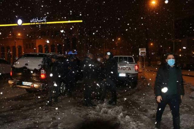 photo 2021 03 13 02 38 43 - گزارش تصویری حضور میدانی شهردار رشت و مدیران شهرداری و اجرای عملیات برف روبی در سطح شهر همزمان با بارش برف (۱)