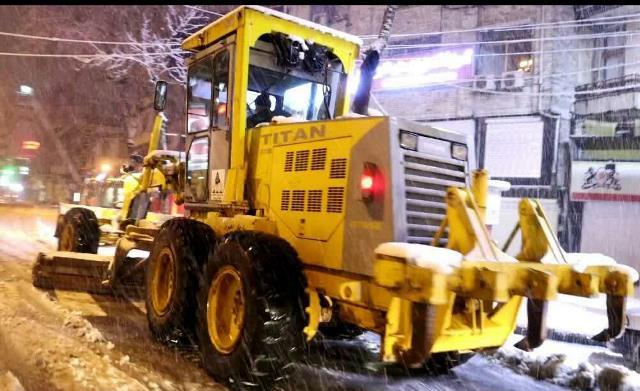 photo 2021 03 13 03 05 26 - گزارش تصویری حضور میدانی شهردار رشت و مدیران شهرداری و اجرای عملیات برف روبی در سطح شهر همزمان با بارش برف (۱)