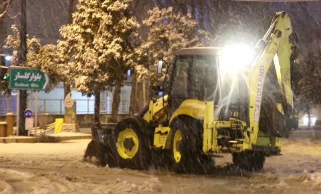 photo 2021 03 13 03 05 31 - گزارش تصویری حضور میدانی شهردار رشت و مدیران شهرداری و اجرای عملیات برف روبی در سطح شهر همزمان با بارش برف (۱)
