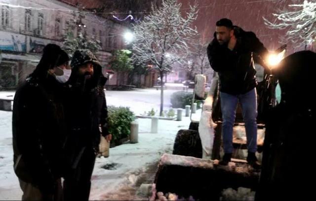 photo 2021 03 13 03 05 38 - گزارش تصویری حضور میدانی شهردار رشت و مدیران شهرداری و اجرای عملیات برف روبی در سطح شهر همزمان با بارش برف (۱)