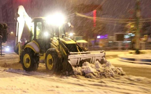 photo 2021 03 13 03 05 40 - گزارش تصویری حضور میدانی شهردار رشت و مدیران شهرداری و اجرای عملیات برف روبی در سطح شهر همزمان با بارش برف (۱)