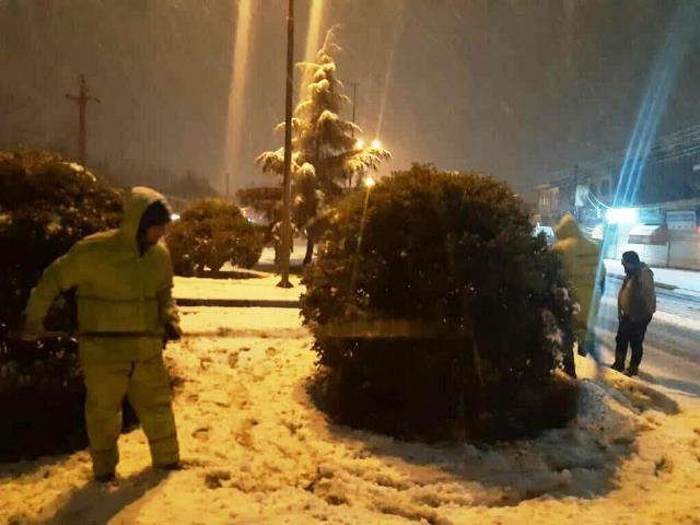 photo 2021 03 13 03 06 05 - گزارش تصویری حضور میدانی شهردار رشت و مدیران شهرداری و اجرای عملیات برف روبی در سطح شهر همزمان با بارش برف (۱)