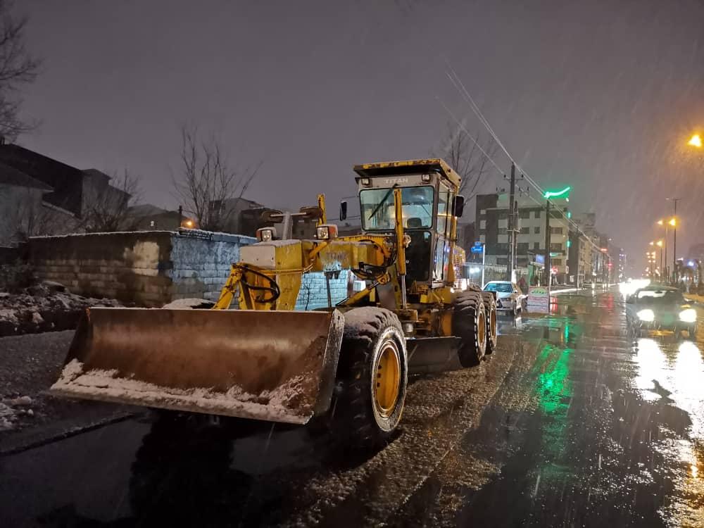 esteghrare mashinalat11 - استقرار ماشینآلات شهرداری رشت در نقاط مختلف شهر در دقایق اولیه بارش برف