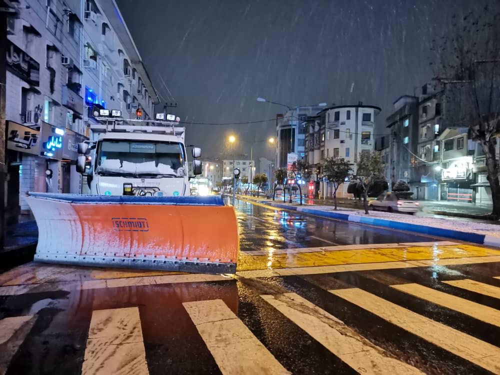 esteghrare mashinalat15 - استقرار ماشینآلات شهرداری رشت در نقاط مختلف شهر در دقایق اولیه بارش برف