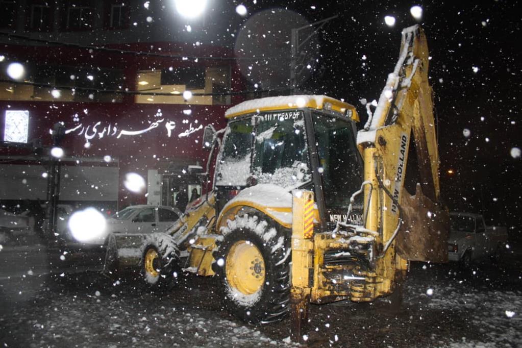 esteghrare mashinalat3 - استقرار ماشینآلات شهرداری رشت در نقاط مختلف شهر در دقایق اولیه بارش برف