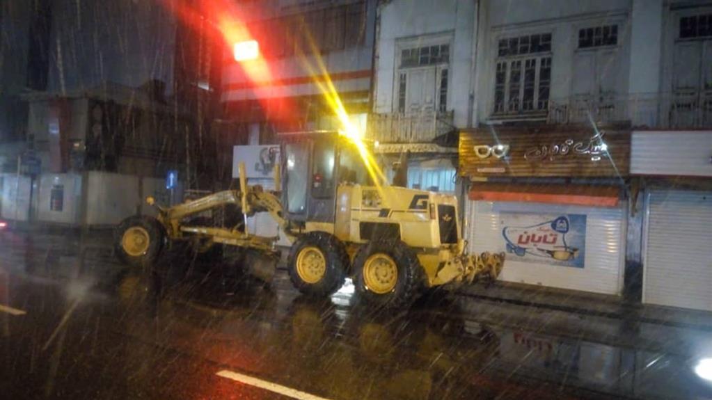 esteghrare mashinalat4 - استقرار ماشینآلات شهرداری رشت در نقاط مختلف شهر در دقایق اولیه بارش برف