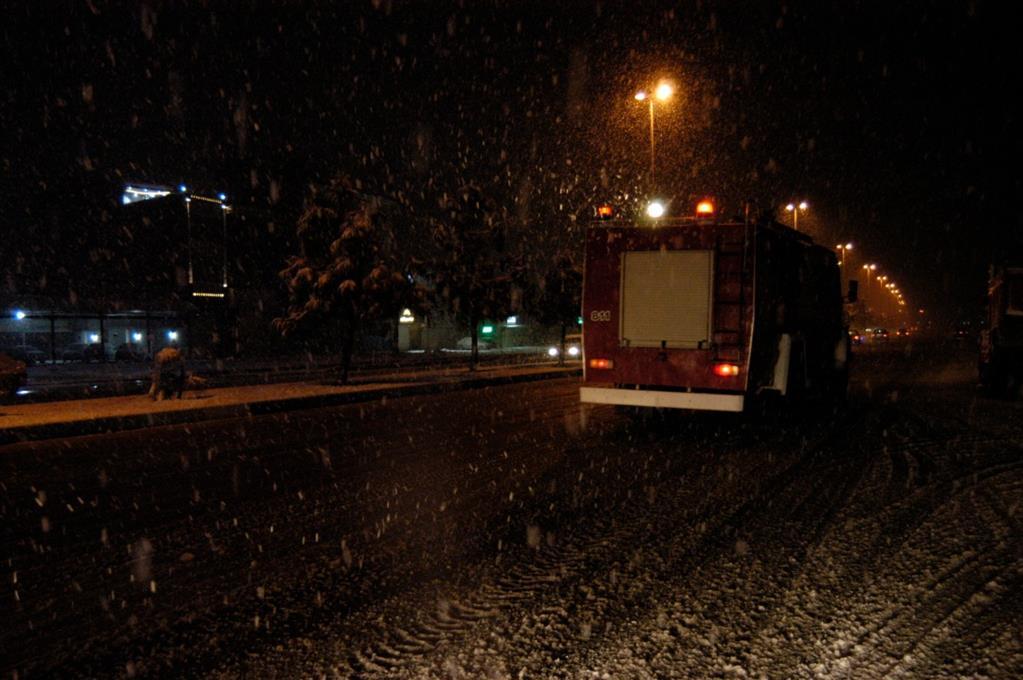 esteghrare mashinalat9 - استقرار ماشینآلات شهرداری رشت در نقاط مختلف شهر در دقایق اولیه بارش برف