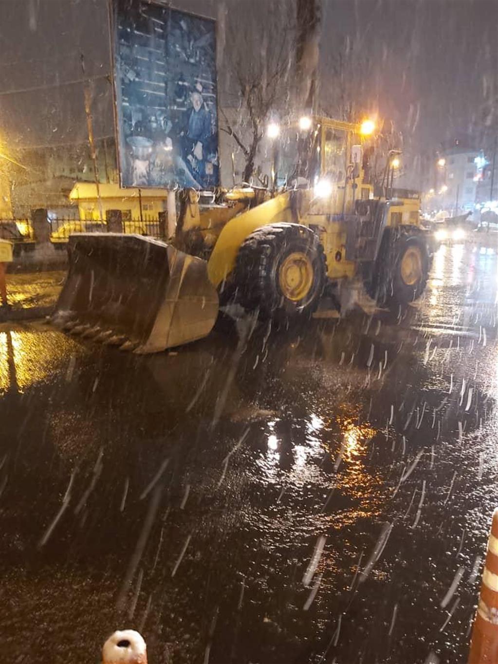 index - استقرار ماشینآلات شهرداری رشت در نقاط مختلف شهر در دقایق اولیه بارش برف