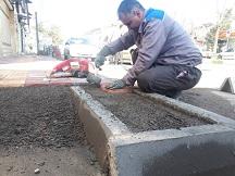 اجرای کفپوش پیاده رو در خیابان آتش نشان توسط معاونت حمل و نقل و امور زیربنایی شهرداری منطقه دو