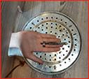 خارج کردن حلقه های انگشتری دردسر ساز از انگشت دو شهروند رشتی/آتش نشانی رشت