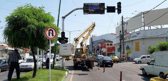 نصب تجهیزات ترافیکی مورد نیاز در سطح شهر رشت