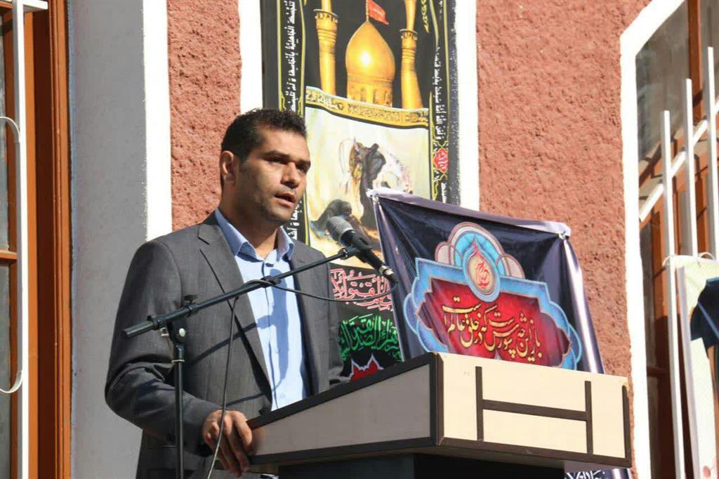 با حضور سرپرست شهرداری رشت و رئیس شورای اسلامی رشت; زنگ مهر و مقاومت در دبیرستان شهید بهشتی رشت نواخته شد