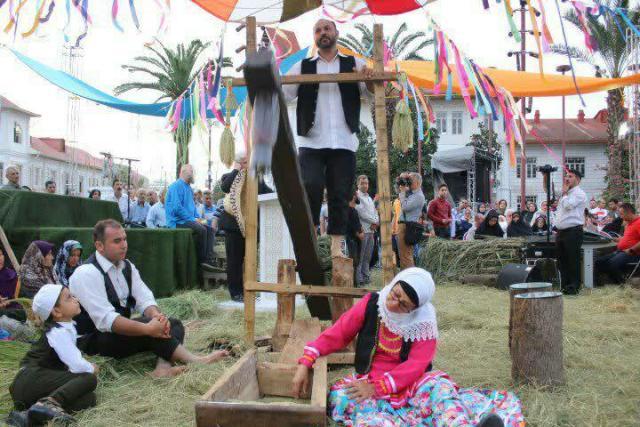 photo 2019 08 04 06 35 33 - شهردار رشت در چهارمین جشنواره جوکول: آیین های بومی و محلی در مراودات فرهنگی و اجتماعی شهرهای کشور موثرند