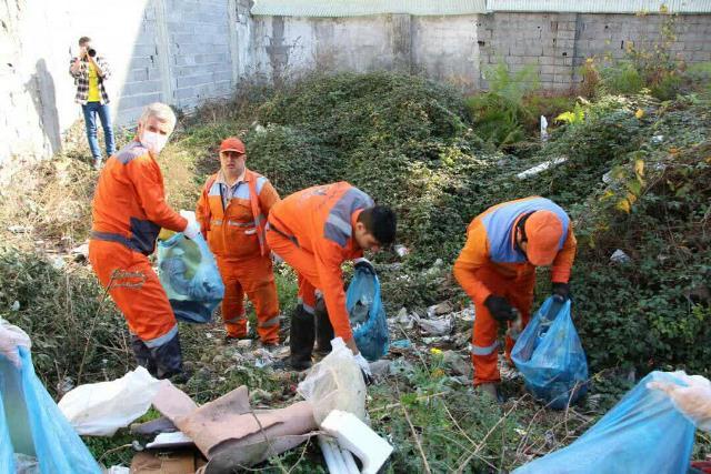 photo 2019 12 27 19 39 29 - با هدف فرهنگ سازی برای تفکیک زباله از مبدا؛ طرح پاکسازی محله حمیدیان رشت به اجرا در آمد
