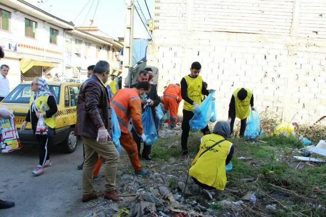 photo 2019 12 27 19 39 32 - با هدف فرهنگ سازی برای تفکیک زباله از مبدا؛ طرح پاکسازی محله حمیدیان رشت به اجرا در آمد