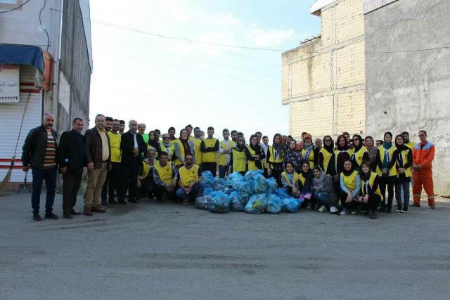 photo 2019 12 27 19 39 36 - با هدف فرهنگ سازی برای تفکیک زباله از مبدا؛ طرح پاکسازی محله حمیدیان رشت به اجرا در آمد