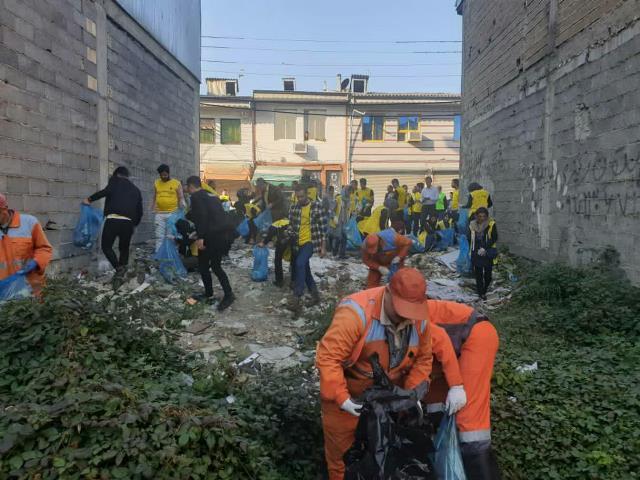 photo 2019 12 27 19 39 38 - با هدف فرهنگ سازی برای تفکیک زباله از مبدا؛ طرح پاکسازی محله حمیدیان رشت به اجرا در آمد