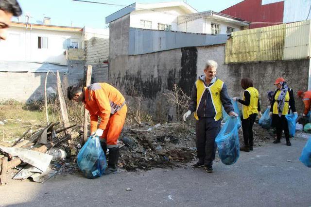 photo 2019 12 27 19 39 41 - با هدف فرهنگ سازی برای تفکیک زباله از مبدا؛ طرح پاکسازی محله حمیدیان رشت به اجرا در آمد