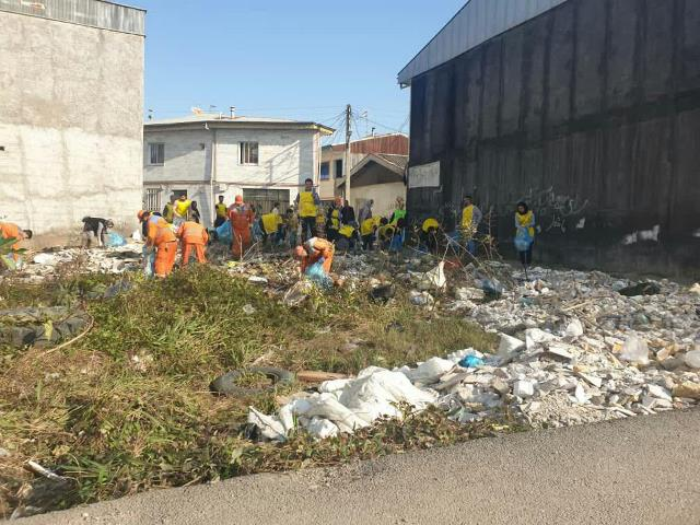 photo 2019 12 27 19 39 52 - با هدف فرهنگ سازی برای تفکیک زباله از مبدا؛ طرح پاکسازی محله حمیدیان رشت به اجرا در آمد