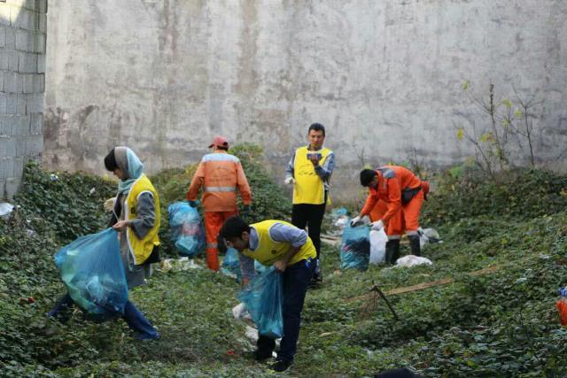 photo 2019 12 27 19 39 56 - با هدف فرهنگ سازی برای تفکیک زباله از مبدا؛ طرح پاکسازی محله حمیدیان رشت به اجرا در آمد