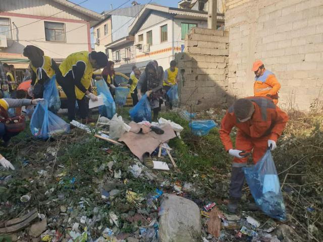 photo 2019 12 27 19 40 06 - با هدف فرهنگ سازی برای تفکیک زباله از مبدا؛ طرح پاکسازی محله حمیدیان رشت به اجرا در آمد