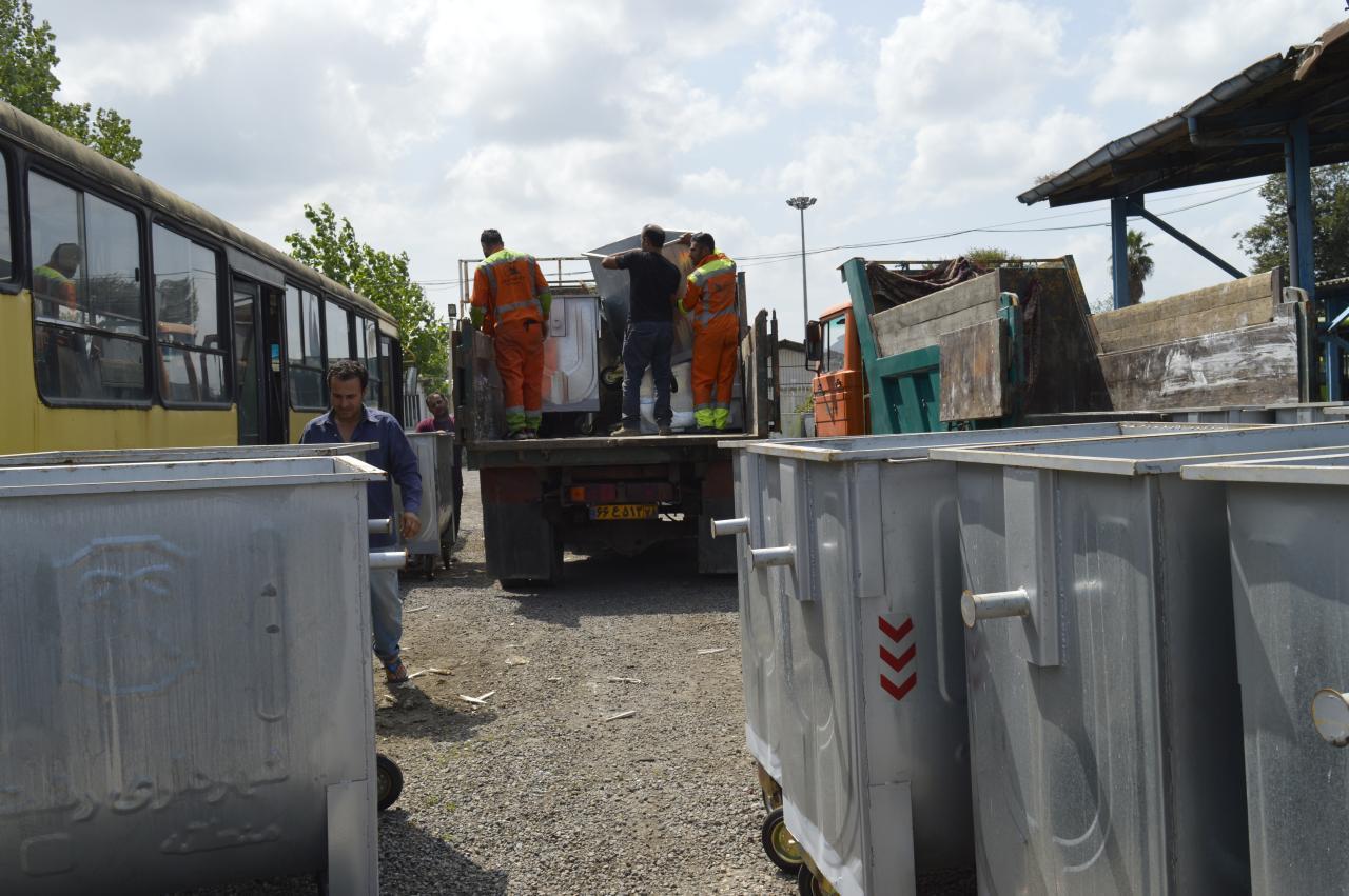 photo 2020 09 09 22 51 25 - رئیس سازمان مدیریت پسماندهای شهرداری رشت خبر داد:جانمایی ۲۰۰ مخزن جدید زباله در سطح شهر