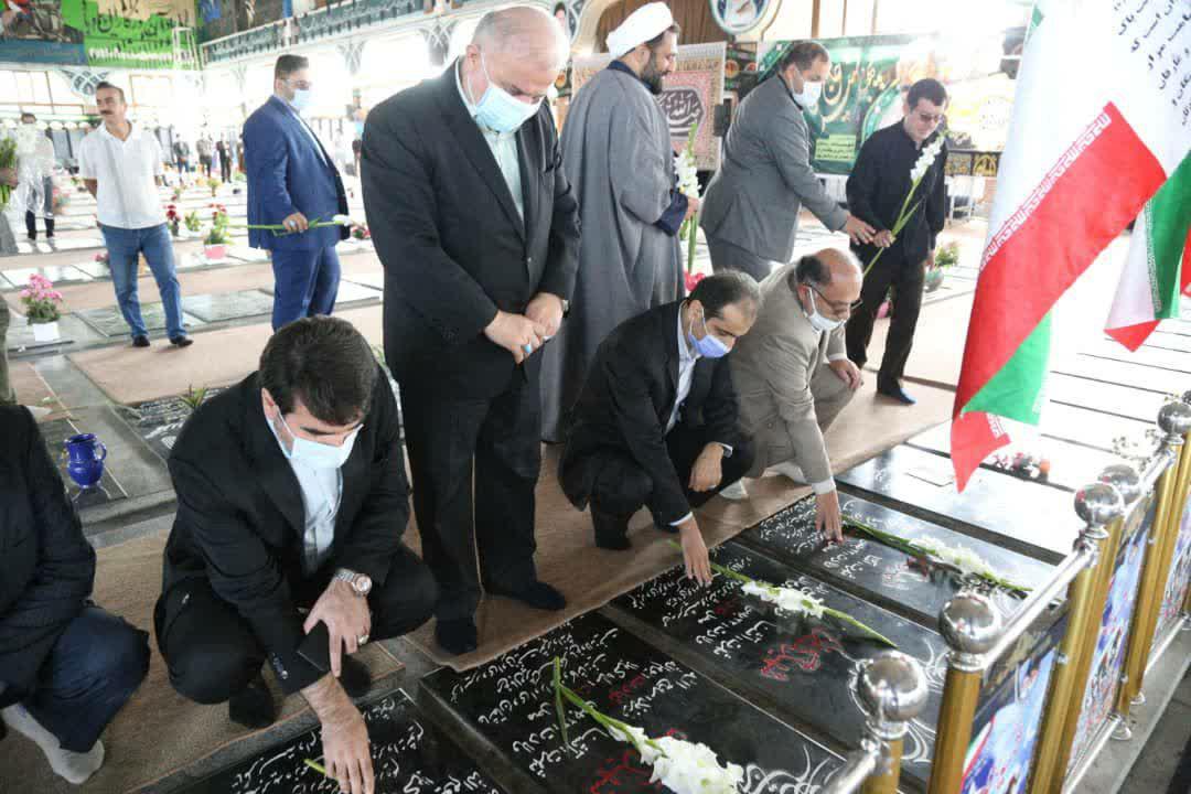 photo 2020 10 01 11 47 54 - گزارش تصویری تجدید میثاق شهردار منتخب رشت با آرمان های شهدا